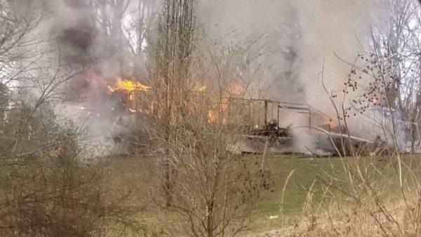 Будинок горить