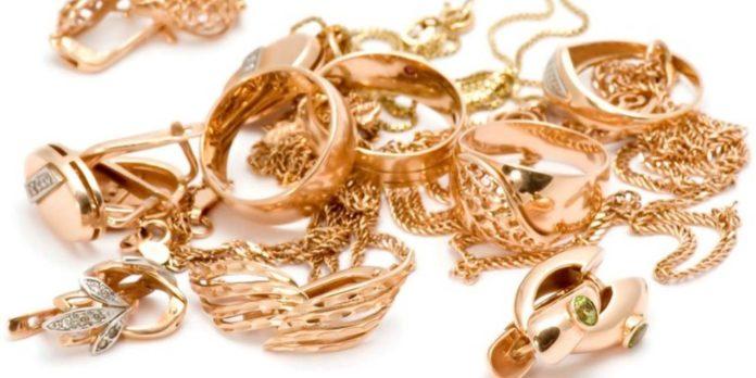 Самый дешевый способ почистить золотые украшения
