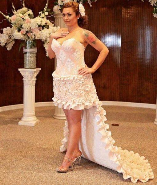 Весільна сукня із туалетного паперу