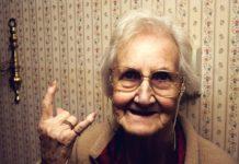 Крута бабуся
