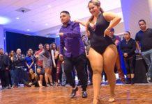 Девушка с пышными формами танцует