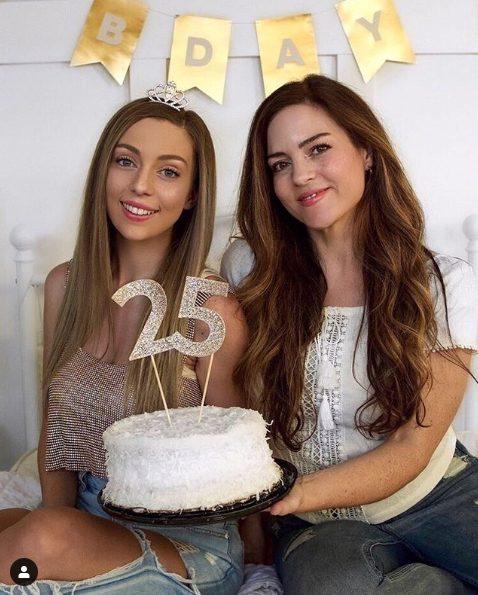 Джессика и ее первая дочь Алисия