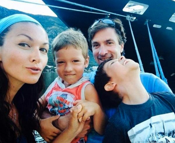 Юлия Такшина и Григорий Антипенко с сыновьями