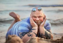 Чоловік на пляжі