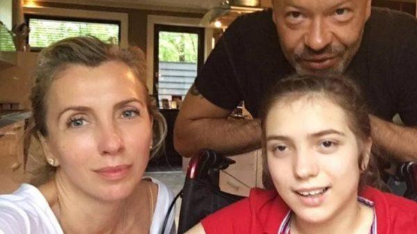 Федор Бондарчук с дочкой Варей и женой Светланой