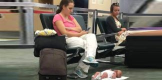Мама оставила ребенка на полу