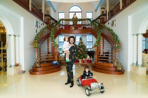 Филипп Киркоров дома с детьми