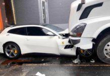 Тягач зім'яв Ferrari GTC4Lusso