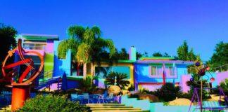 Женщина превратила свой дом в шедевр