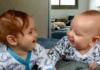 Маленькі діти розмовляють