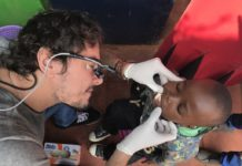 Стоматолог безкоштовно лікує зуби