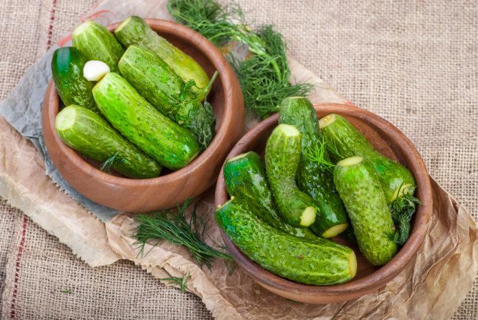 Рецепт хрустких малосольних огірків