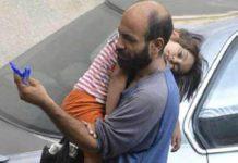 Чоловік продавав ручки на вулиці, щоб прогодувати сім'ю