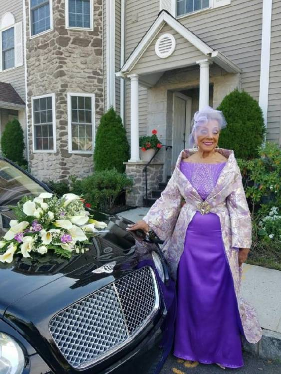 Бабушка-невеста