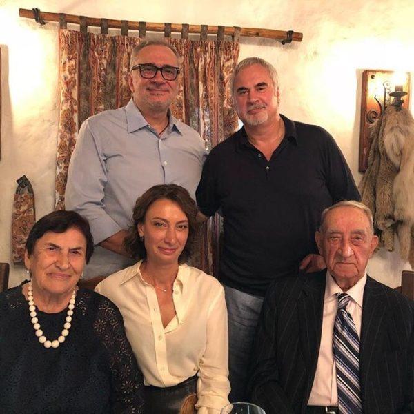 Братья Меладзе с сестрой и родителями