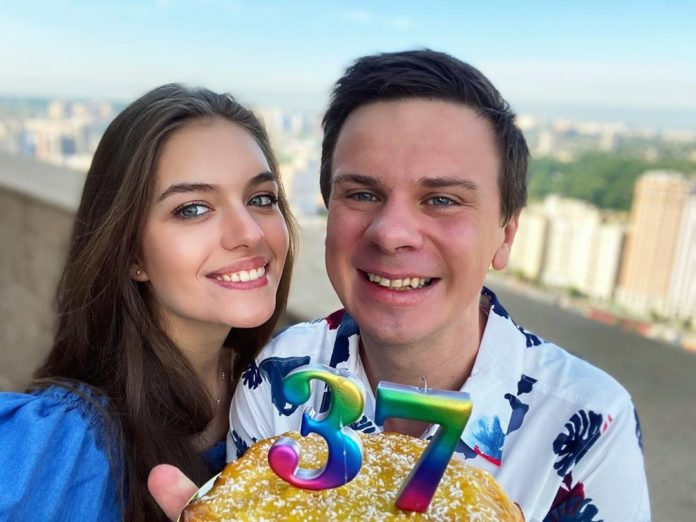 Дмитро Комаров с женой Александрой Кучеренко