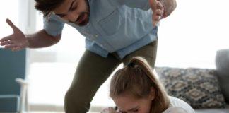 В Херсоне отец выгнал двух дочерей из дома