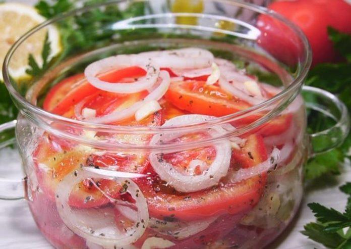 Салат зі спецзаправкою