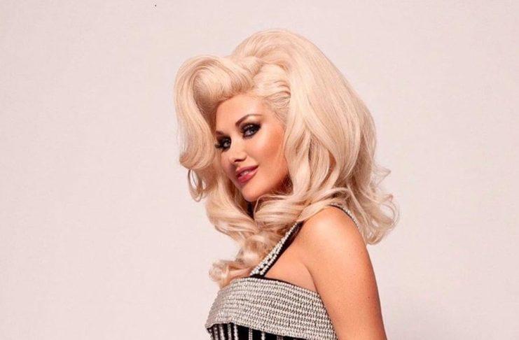 Екатерина Бужинская показала фото, прикрывшись волосами