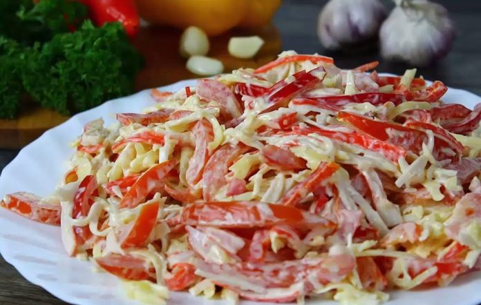 Недорогой и быстрый салат с крабовыми палочками