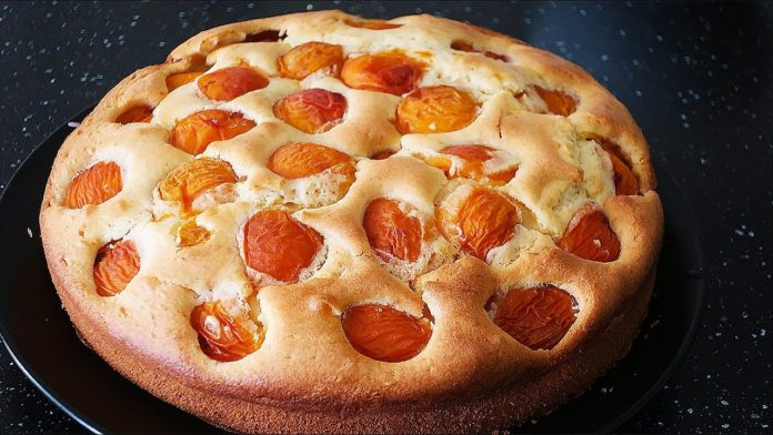 Ароматний пиріг з абрикосами