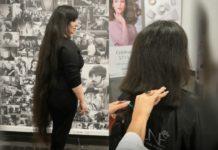 Дівчина відрізала довге волосся