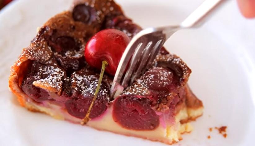 Французский десерт с черешней
