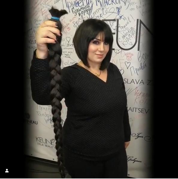 Женщина отрезала длинную косу