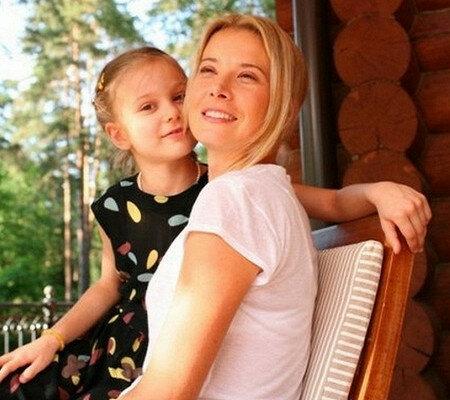 Юлия Высоцкая с дочкой Машей