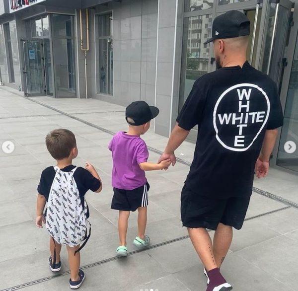 Дмитрий Монатик вместе с детьми