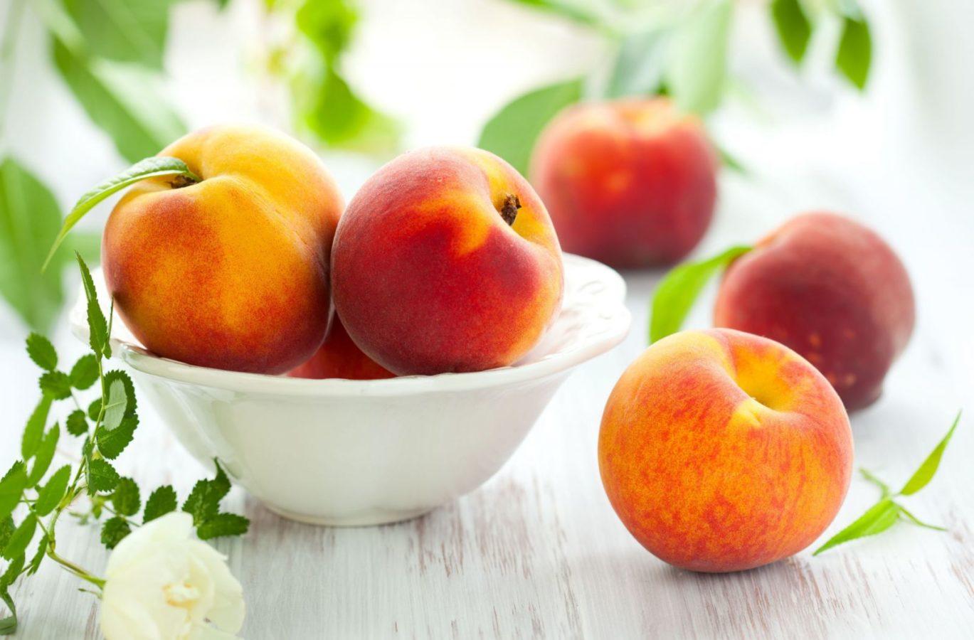 С персиками выпечка всегда получается сочной