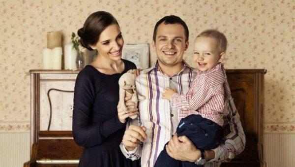 Алексей Янин и Дарья Клюшникова с сыном