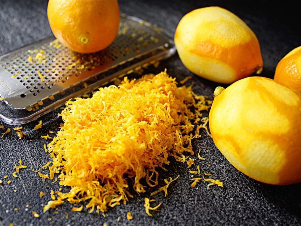 Лимонная цедра придает выпечки невероятный аромат и свежесть