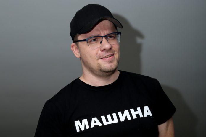 Харламов поділився фото нової дівчини