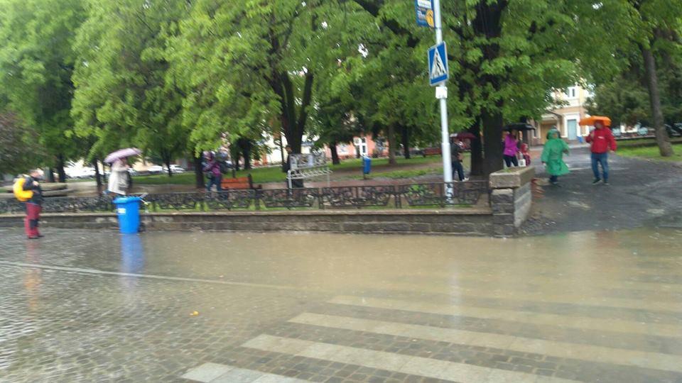 Пішохідний перехід на пл. Петефі в Ужгороді