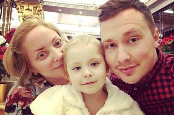 Светлана Пермякова с дочкой и ее отцом