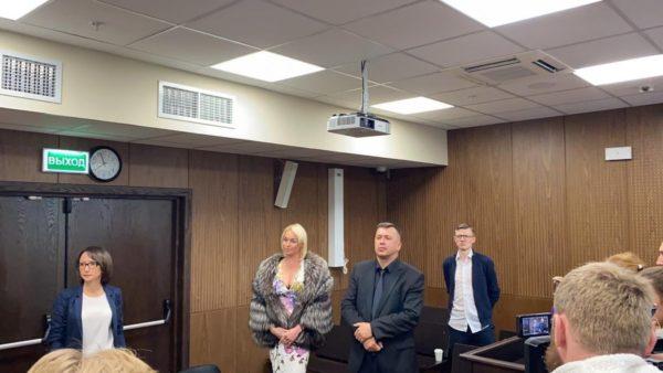 Волочкова прийшла в суд в шубі