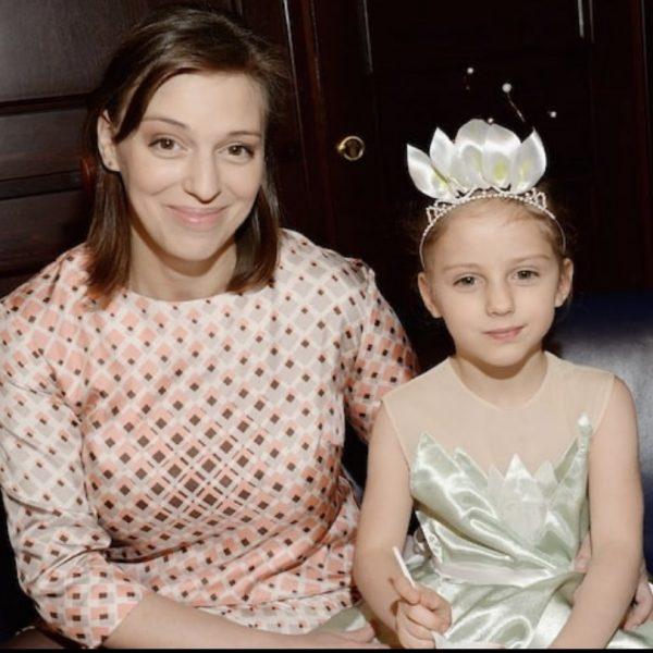 Нелли Уварова с дочкой