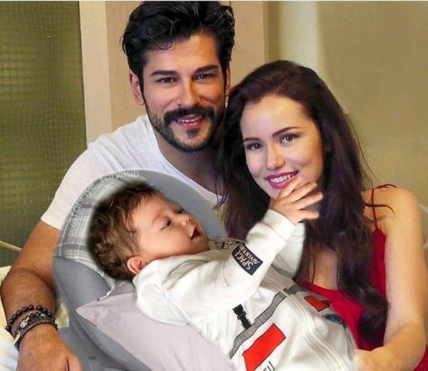 Бурак Озчивит с женой и сыном