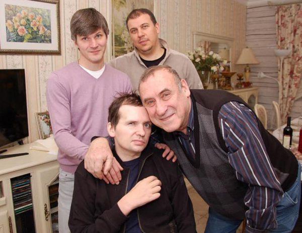 Алексей Янин в кругу родных