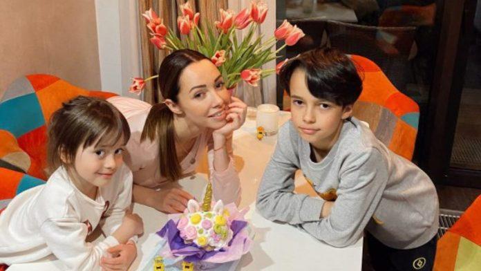 Екатерина Кухар с детьми
