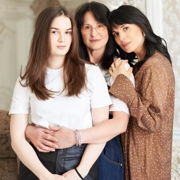 Маша Ефросинина с мамой и дочкой