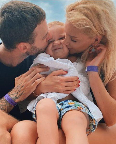 Макс Барских с Мишей Романовой и ее сыном