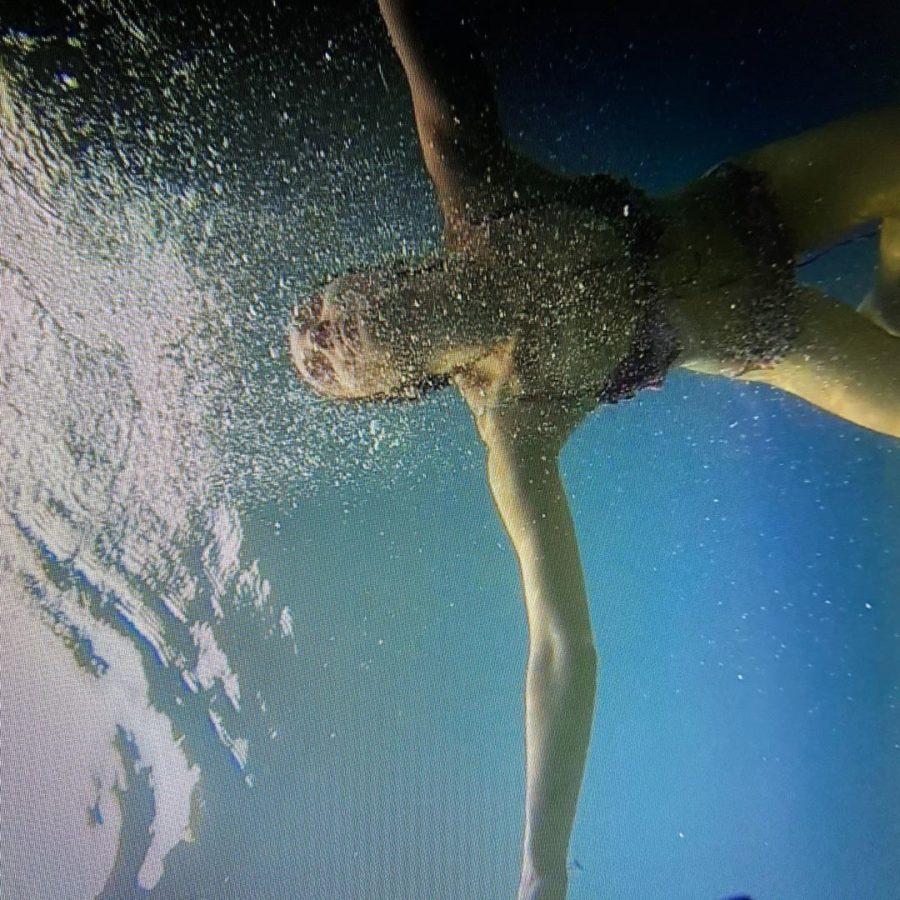 Нур Феттахоглу в воде