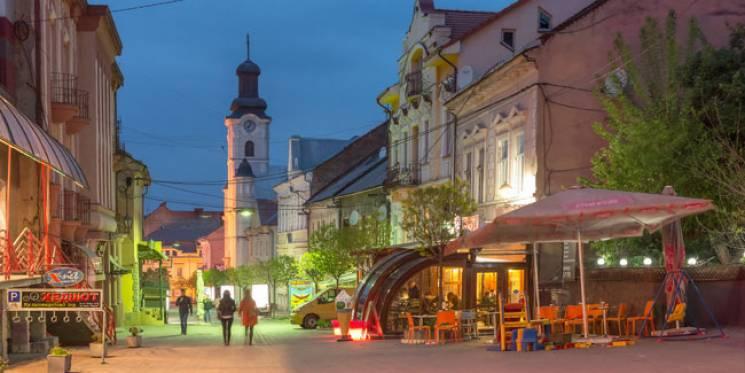 Вулиці вечірнього Ужгорода