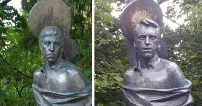 Пам'ятник В.Висоцькому