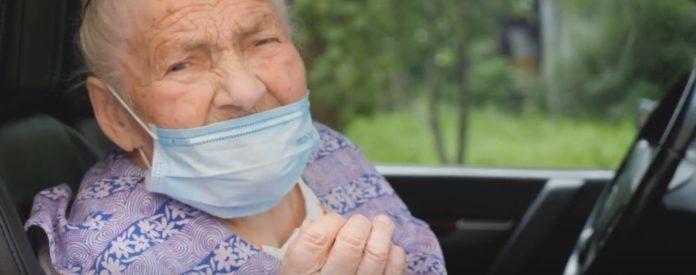 95 летняя женщина вылечилась от коронавируса