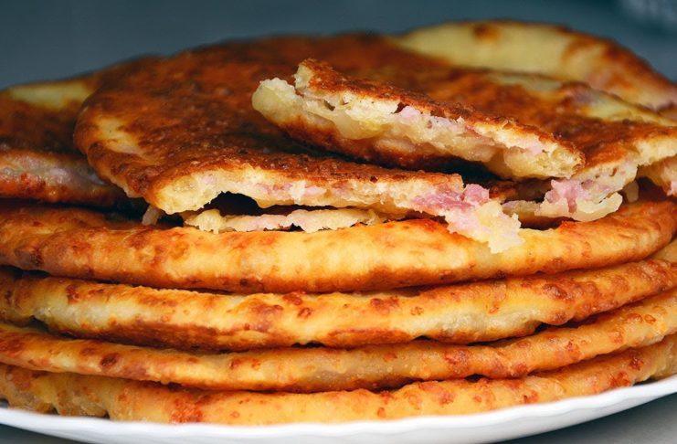 Сырные лепешки на кефире с колбасой за 20 минут