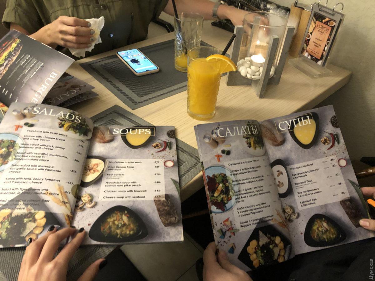 Фудсъемки в ресторане можно проводить только с разрешения других посетителей