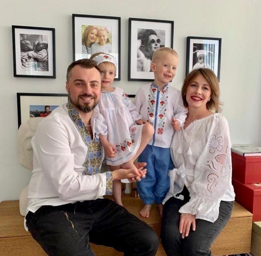 Елена Кравец с мужем и детьми